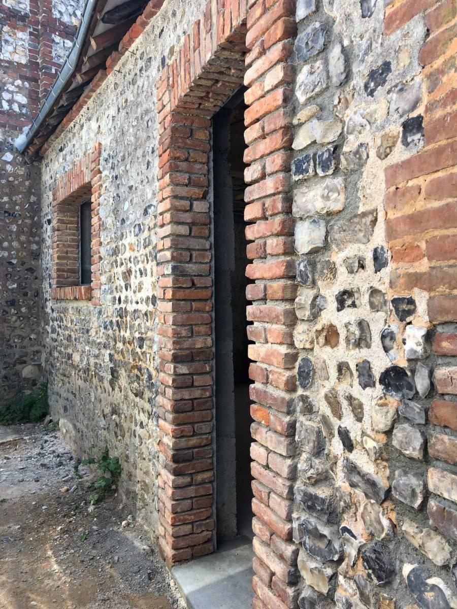 Renovation Fenetre Maison Ancienne travaux de rénovation dans une ancienne maison en brique et